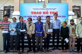 LĐLĐ Đà Nẵng: 300 suất quà hỗ trợ người lao động bị ảnh hưởng lũ lụt