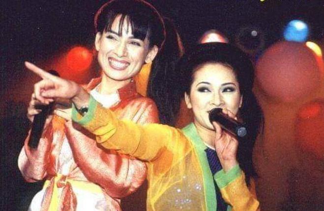 Phi Nhung và Như Quỳnh lúc còn trẻ. Ảnh: NSCC