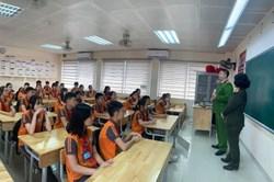 Công an Hà Nội cảnh báo về thủ đoạn chiếm đoạt tài sản của học sinh