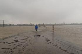 Không khí lạnh tiếp tục tăng cường gây mưa dông gió rét, nguy cơ lũ lên