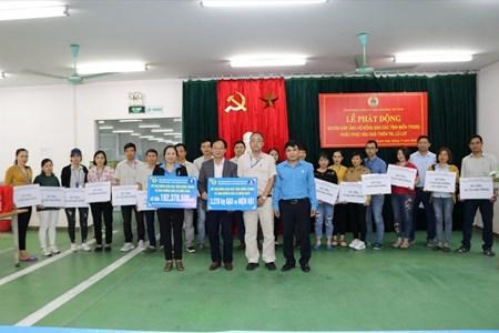 Hơn 12.000 công nhân chung tay ủng hộ đồng bào lũ lụt ở miền Trung