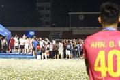 Ngoại binh Sài Gòn đứng vỗ tay nhìn Viettel nâng Cúp V.League