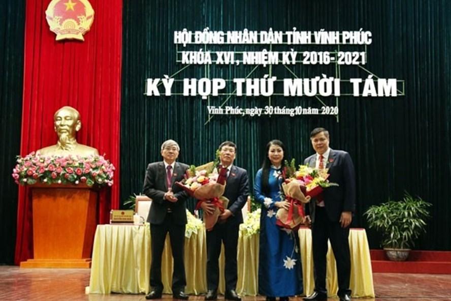 Ông Lê Duy Thành (thứ 2 bên trái) được bầu làm Chủ tịch UBND tỉnh Vĩnh Phúc. Ảnh: Vinhphuc.gov.vn