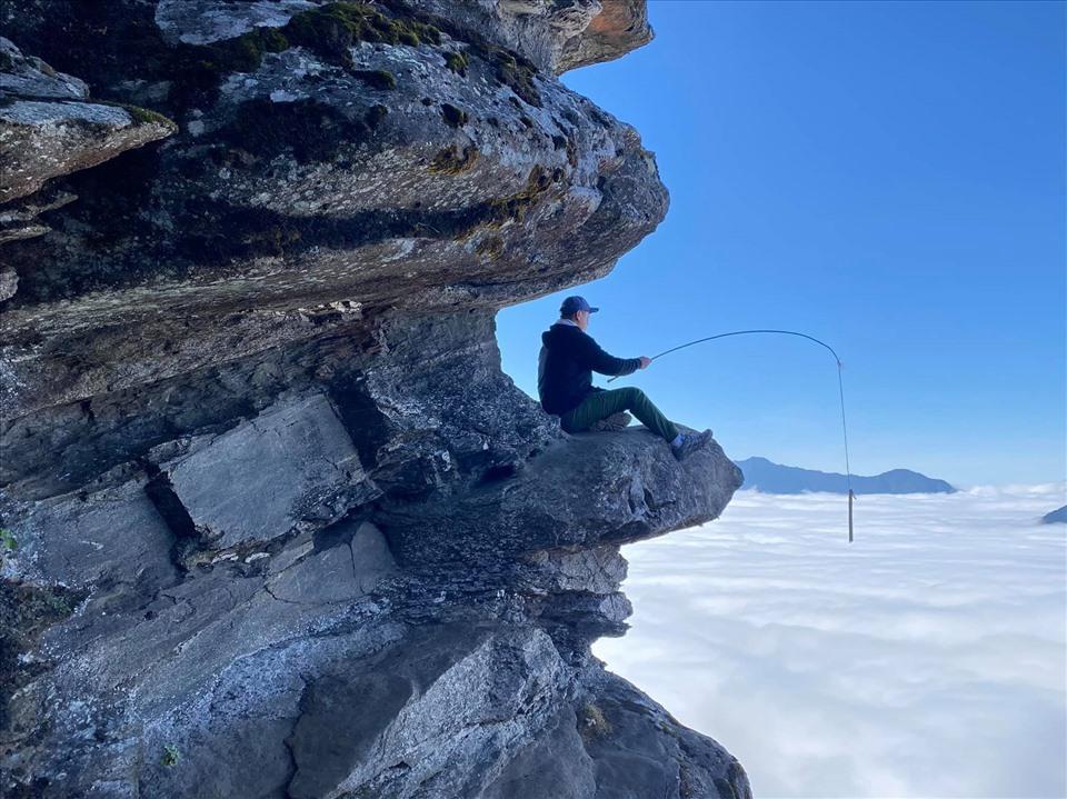 Để bắt đầu hành trình leo núi, bạn đi từ trung tâm huyện Bát Xát đến bản Phìn Hồ dưới chân núi Lảo Thẩn.  Ảnh: Calvin Pham