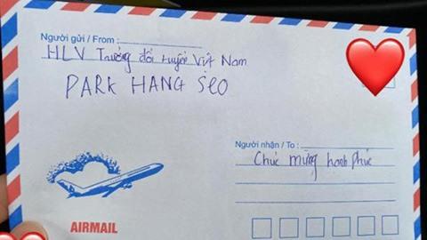 Nhung mon qua cuoi sieu doc cua ong Park tang cac cau thu Viet Nam