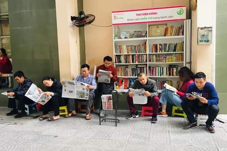 Tủ sách phục vụ người đọc miễn phí trong bệnh viện