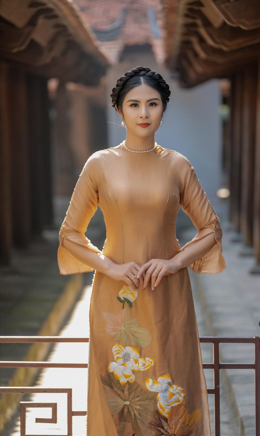Hoa hậu khoe vẻ đẹp ngày một rạng rỡ, tươi trẻ.