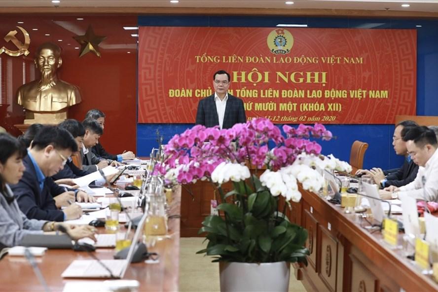Chủ tịch Tổng LĐLĐVN Nguyễn Đình Khang phát biểu chỉ đạo Hội nghị Đoàn Chủ tịch Tổng LĐLĐVN lần thứ 11 (khoá XII) ngày 12.2. Ảnh: Hải Nguyễn