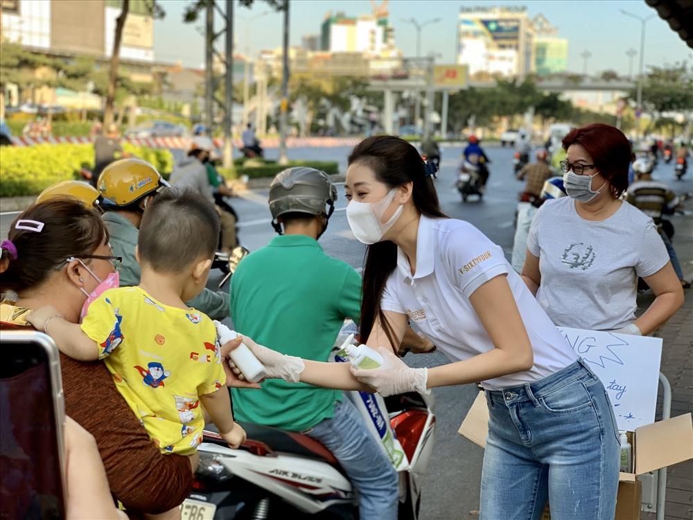 Hoa hậu Hoàn vũ Việt Nam 2019 hi vọng các bạn trẻ nên chủ động phòng ngừa dịch bệnh cho bản thân và gia đình, kết hợp trang bị những kiến thức giữ gìn sức khỏe. Ảnh: KV.