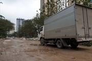 """Hà Nội: Cận cảnh con đường """"đau khổ"""" ngập ngụa bùn đất và rác thải"""