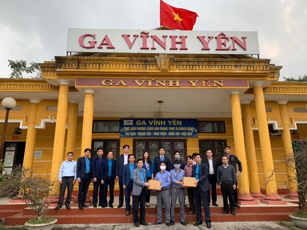 Đồng chí Ngọ Duy Hiểu chia sẻ với công việc cán bộ, công nhân viên ngành Đường sắt nói chung và Ga Vĩnh Yên nói riêng đang đảm nhận.
