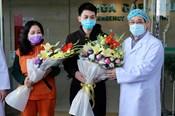2 bệnh nhân Vĩnh Phúc nhiễm COVID-19 xúc động khi được xuất viện