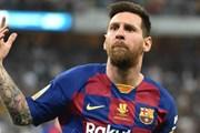 """Vô tiền khoáng hậu"", Lionel Messi nhận giải Laureus cùng Lewis Hamilton"