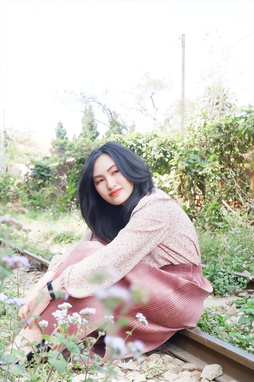 Nữ ca sĩ Nguyên Hà đẹp mong manh trong