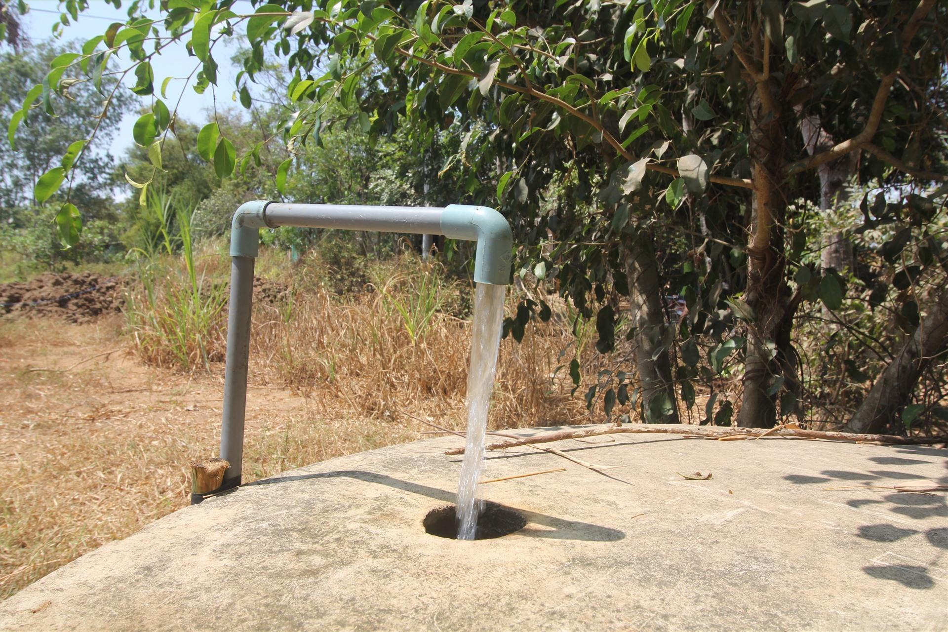 Các phương tiện bơm và trữ nước. Ảnh: Tr.L