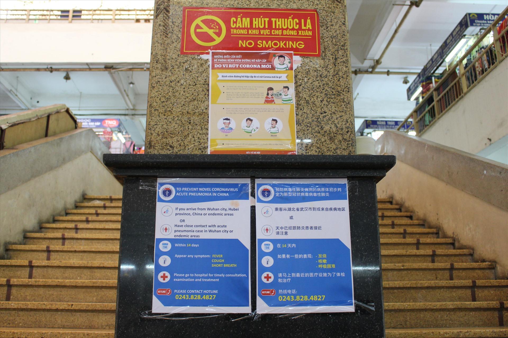 Các hướng dẫn về cách rửa tay và đeo khẩu trang đúng cách (cả Tiếng Anh và Tiếng Trung ) được dán tại các cầu thang trong khu chợ với hy vọng đẩy lùi bệnh để mang lại thu nhập ổn định cho các tiểu thương.
