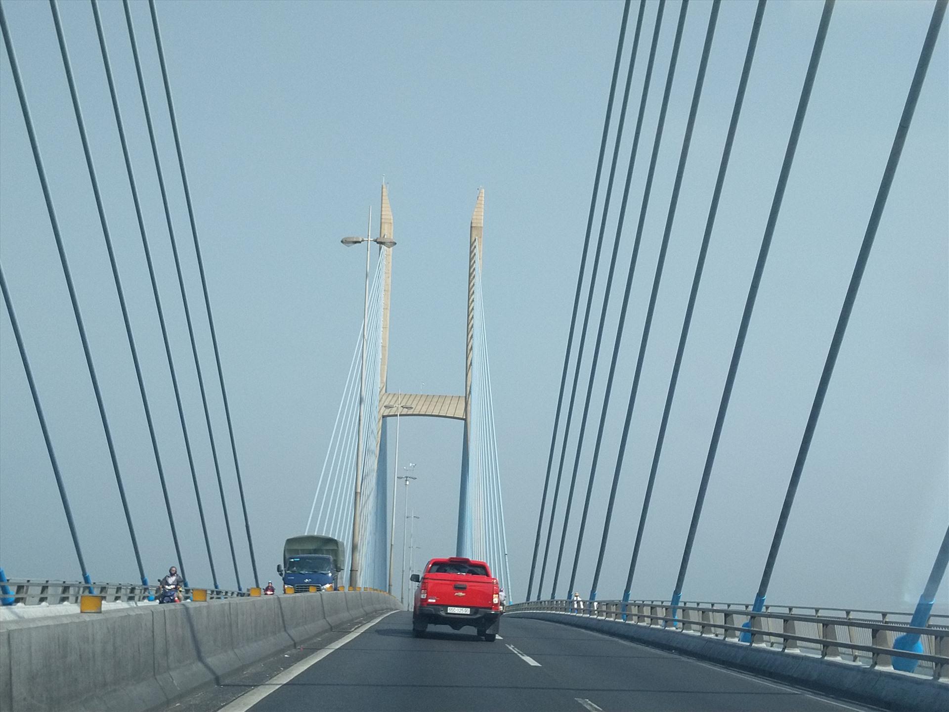 Cầu Mỹ Thuận là cây cầu dây văng đầu tiên của Việt Nam. Ảnh: K.Q