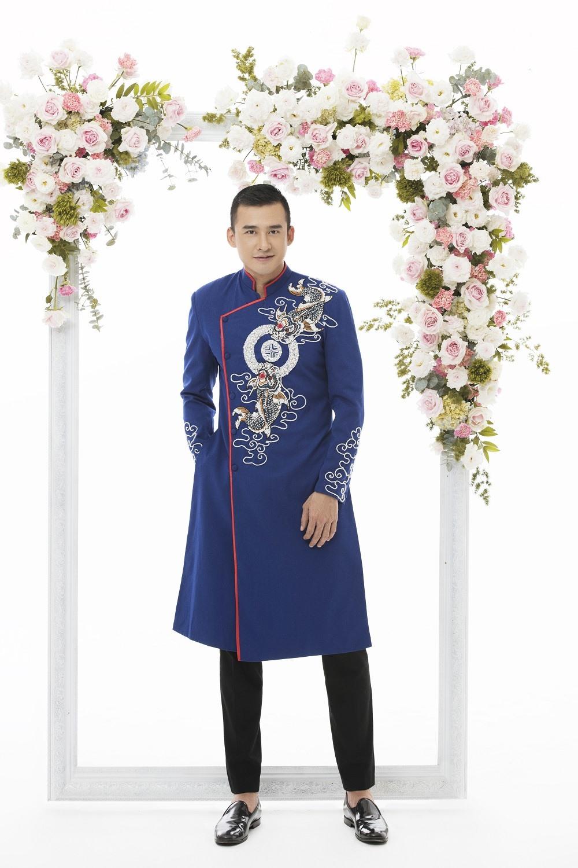 Lương Thế Thành cho biết anh và bà xã Thúy Diễm luôn tin tưởng Nhà thiết kế Minh Châu bởi sự tâm huyết, hết mình trong việc gìn giữ và phát triển trang phục truyền thống của dân tộc. Ảnh: Rin Trần.