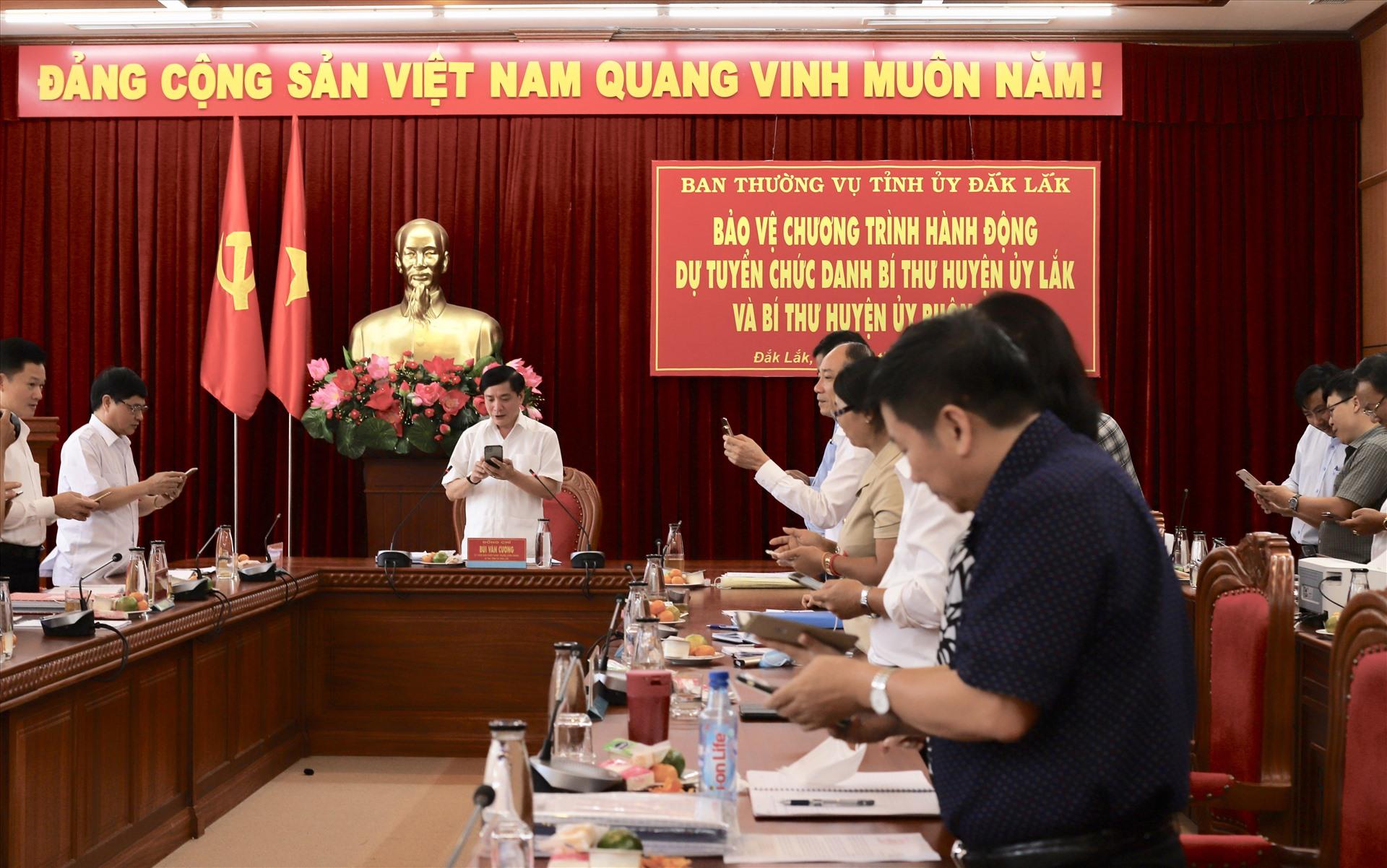 Tỉnh ủy, UBND tỉnh Đắk Lắk cùng nhau nhắn tin ủng hộ phòng dịch COVID-19. Ảnh: HL