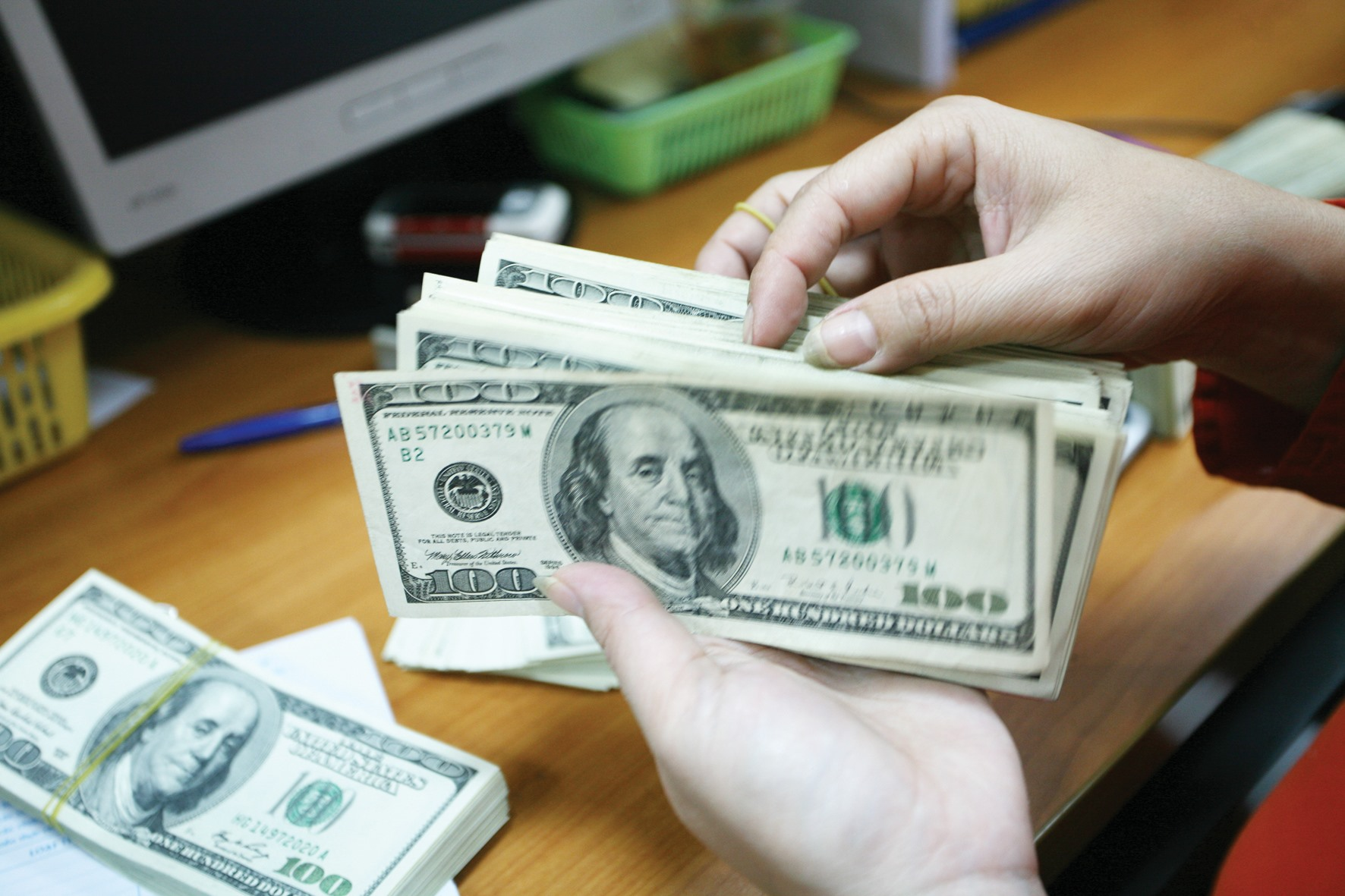 Tỷ giá ngoại tệ 23.3: Giá USD tăng vọt đỉnh, tranh nhau mua vào - giá vàng hôm nay