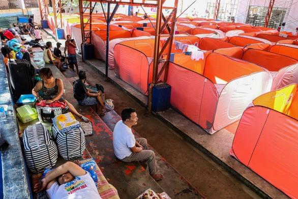 Nhằm nỗ lực ngăn chặn sự lây lan của virus SARS-CoV-2, khu trú tạm trên được dựng lên thành nơi ở tạm thời cho người vô gia cư của nước thành. Ảnh: Tân Hoa Xã.