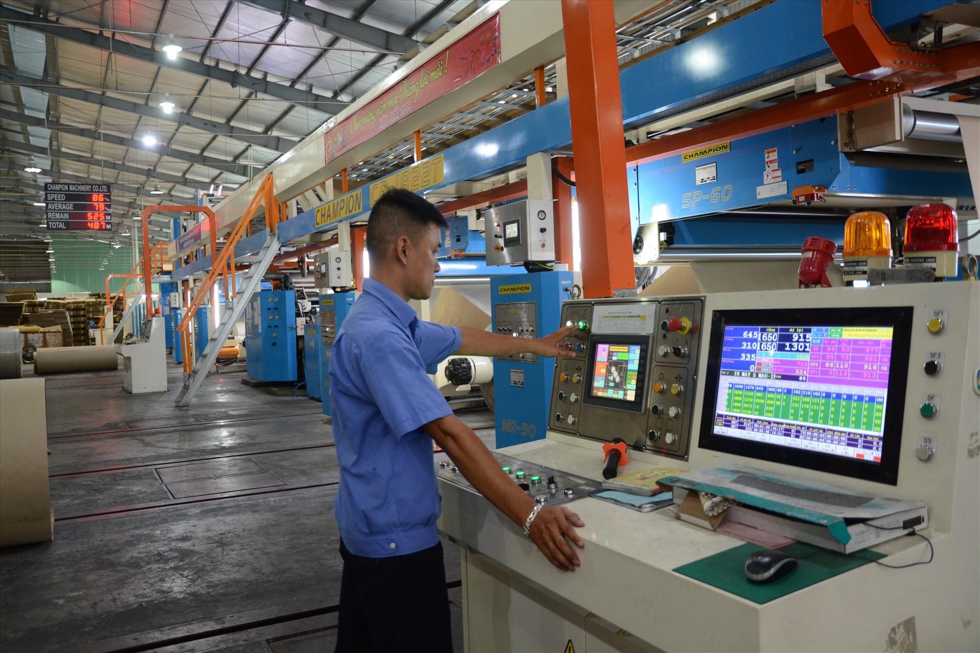 Lao động Khatoco luôn được trang bị các kĩ năng mềm, nêu cao tinh thần làm chủ công nghệ để nắm bắt kịp xu thế phát triển. Ảnh: T.Tuyến
