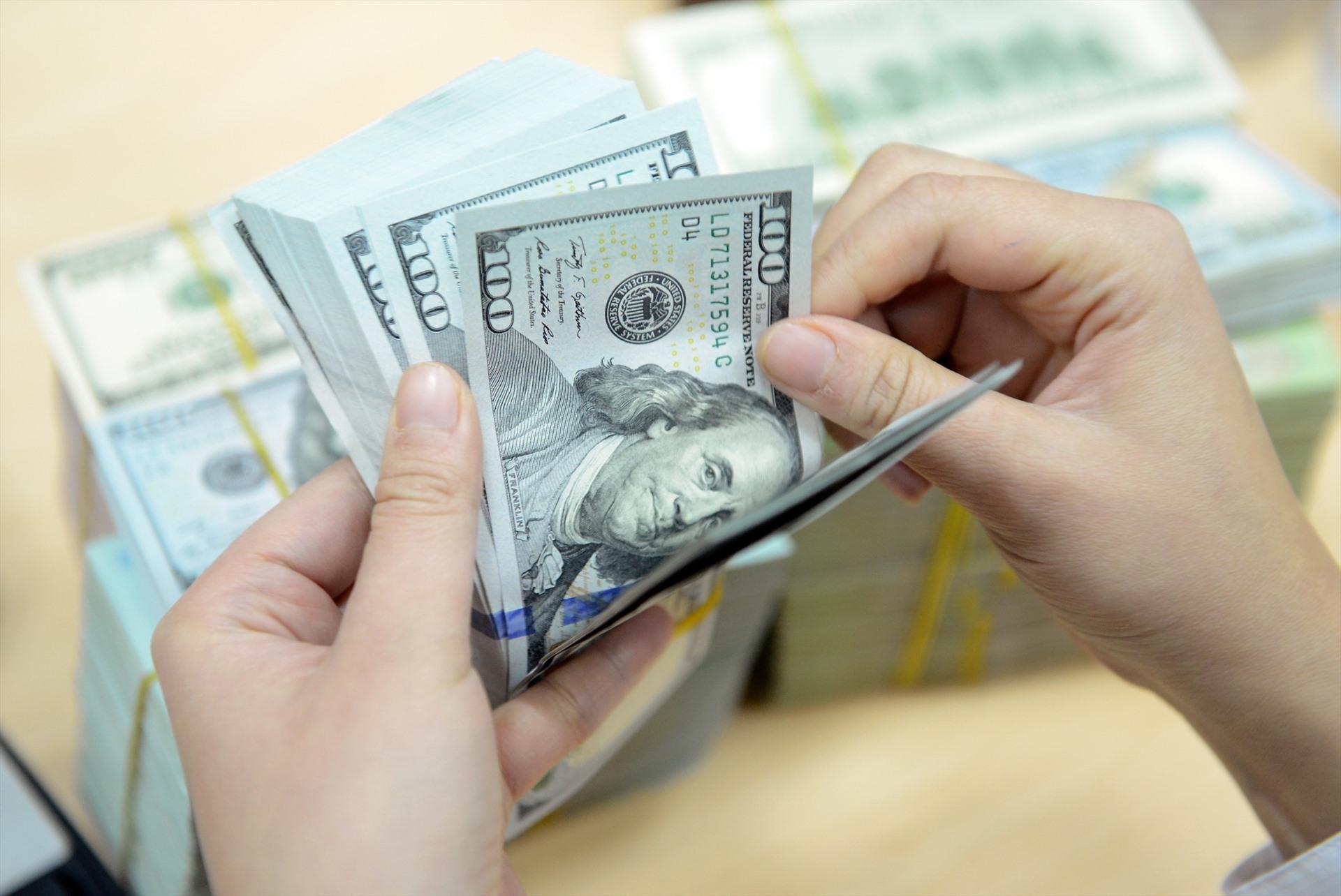 Tỷ giá ngoại tệ 29.3: Áp lực tăng, USD tự do giảm, lo ngại dịch COVID-19