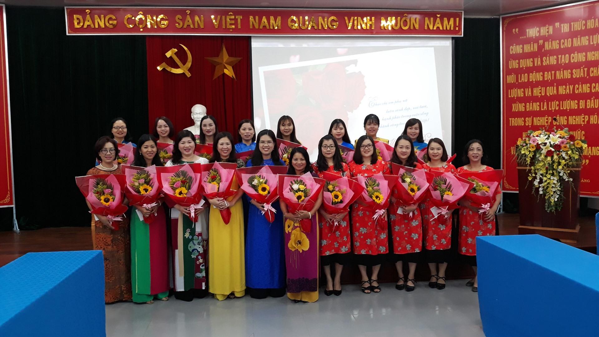 Trong tất cả các loại trang phục thì áo dài tôn vinh được hết nét đẹp của người phụ nữ Việt.