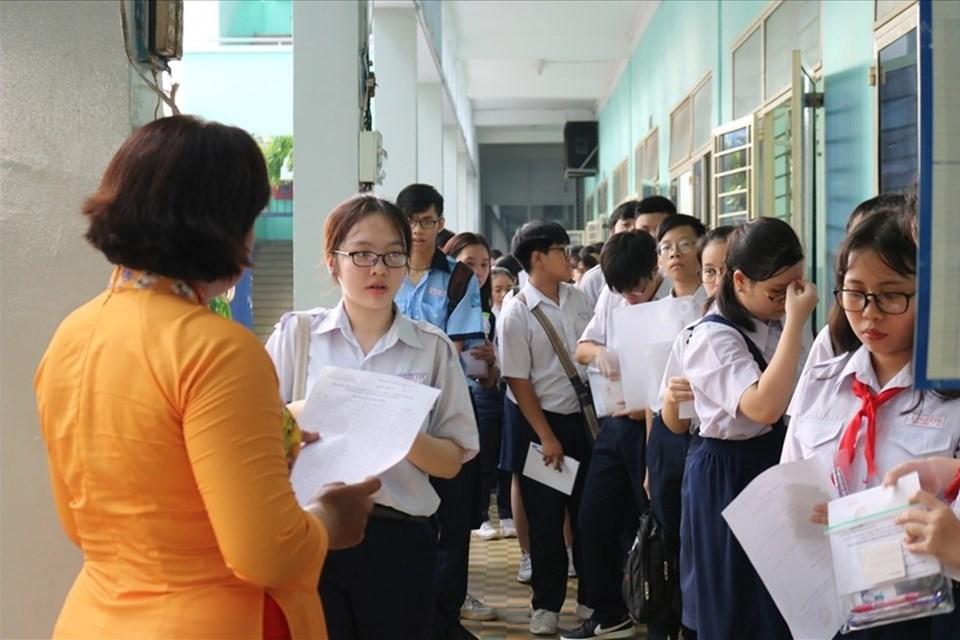 Kiểm tra sức khoẻ, thông tin lưu trú trong ngày đầu học sinh đi học lại