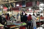 Đà Nẵng cấm bán hàng qua mạng, các chợ càng tập trung đông đúc