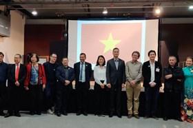 Kiều bào Việt Nam tại Pháp quyên góp ủng hộ chống dịch COVID-19