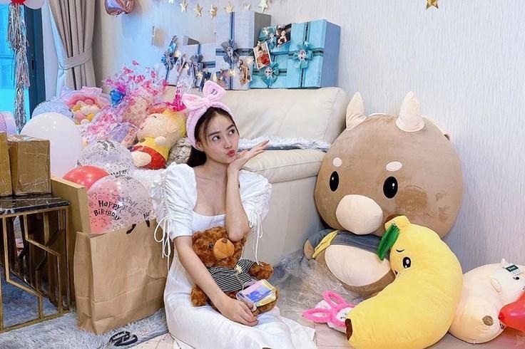 Sao Việt đón sinh nhật tại nhà giữa mùa dịch COVID-19
