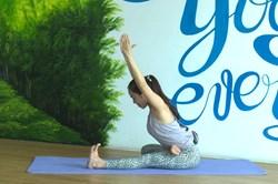 Ở nhà tránh COVID-19: Chuỗi bài Yoga đơn giản mang lại lợi ích tuyệt vời