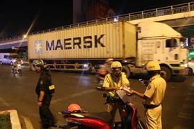 TPHCM: Lập chốt kiểm soát phương tiện ra vào cửa ngõ giáp ranh thành phố