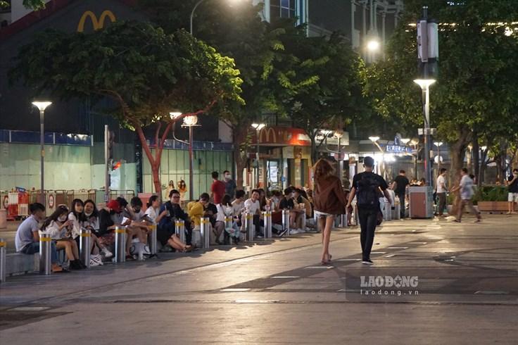 Phố đi bộ Nguyễn Huệ hoạt động trở lại sau 3 tuần cách ly xã hội
