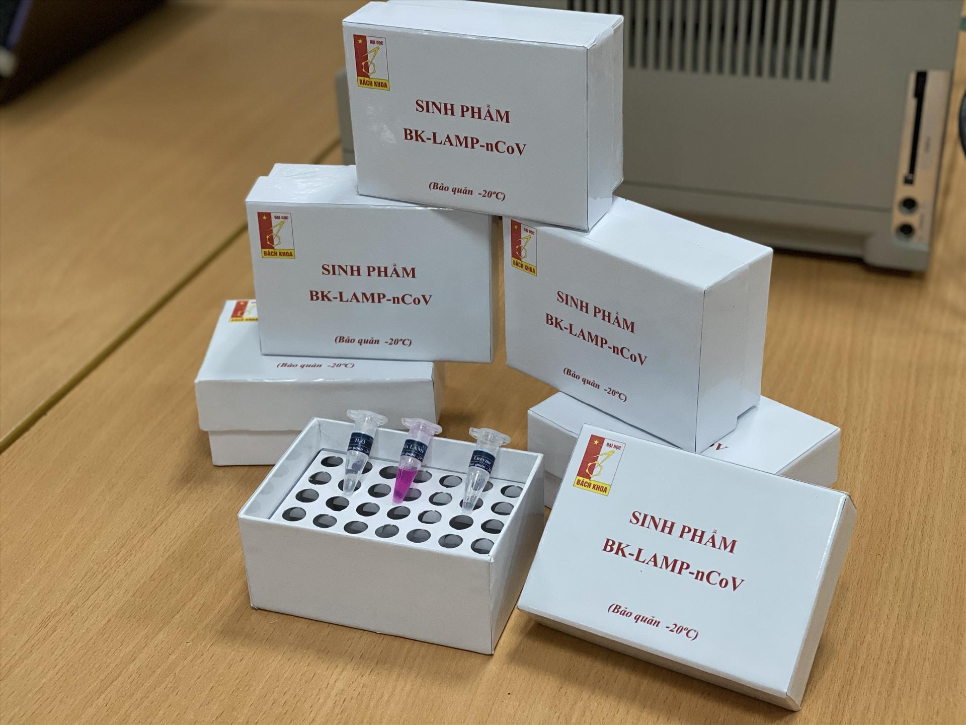 Đoàn viên Đại học Bách khoa Hà Nội sáng chế và sản xuất sản phẩm kit thử SARS-CoV-2. Ảnh: ĐHBK