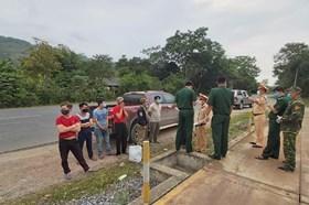 Truy đuổi lái xe đưa người vượt biên trốn cách ly vào nội địa