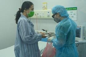 Bệnh nhân mắc COVID-19 hồi phục có phải tiếp tục cách ly?