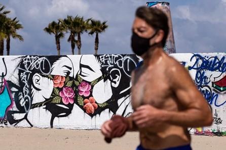 Ngắm những bức tranh nghệ thuật đường phố sống động về đại dịch COVID-19