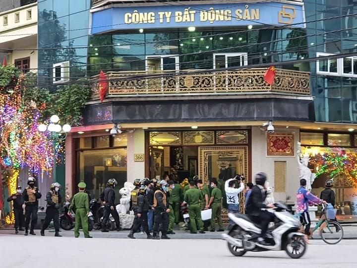 Thái Bình: Công an khám xét Cty Dương Đường, nhiều người kéo đến xem