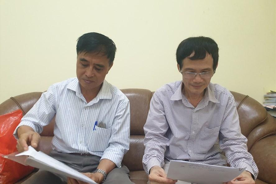 Ông Chu Hồng Điệp (trái) vẫn chưa được về hưu vì bị Công ty 116 (Thanh Xuân, Hà Nội) nợ 8 năm 6 tháng tiền đóng BHXH, ông Đặng Văn Quang (phải) cho công ty này mượn 194 triệu để tất toán BHXH nhưng chưa đòi lại được.