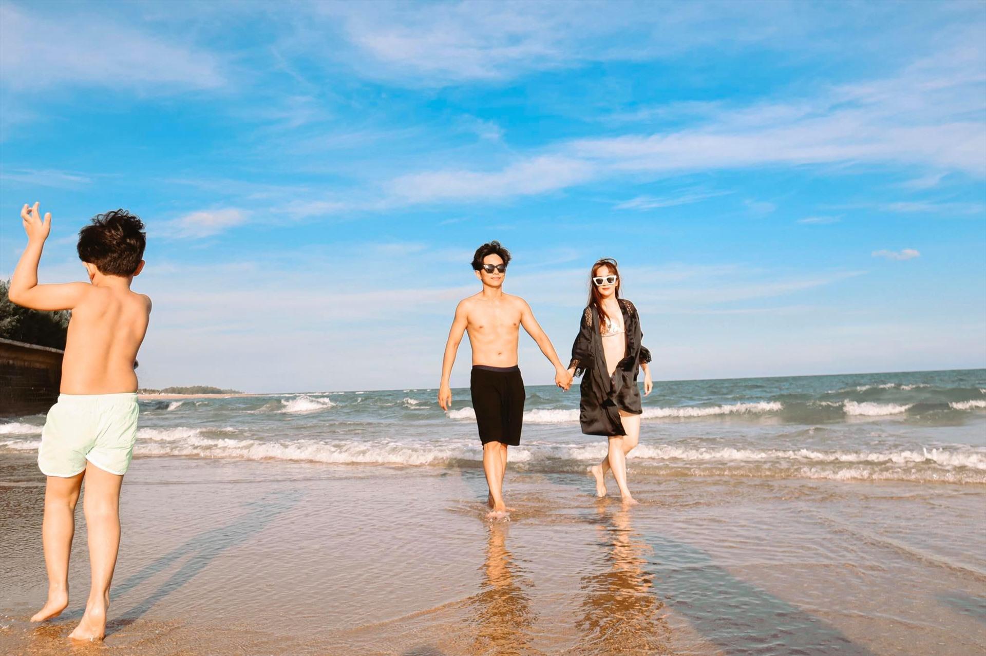Vợ chồng Khánh Thi tranh thủ đưa con trai đi nghỉ dưỡng trước khi trở lại với cuộc sống thường nhật. Ảnh: Nhân vật cung cấp.