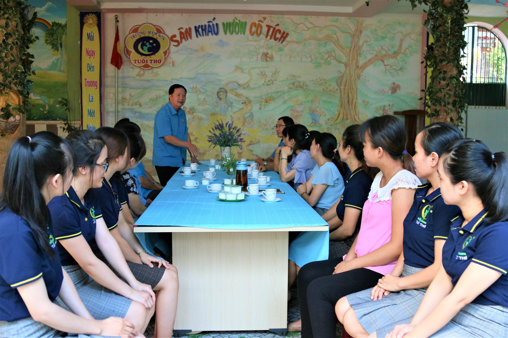 Quang cảnh buổi thăm hỏi, trao quà của đoàn công tác của LĐLĐ tỉnh Gia Lai ở trường mầm non tư thục Tuổi Thơ. Ảnh: Bảo Trung