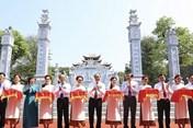 Thủ tướng cắt băng khánh thành Đền thờ gia tiên Bác Hồ tại Nghệ An