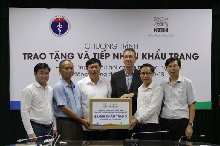 Nestlé Việt Nam ủng hộ Bộ Y tế 88.000 khẩu trang chống dịch bệnh COVID-19