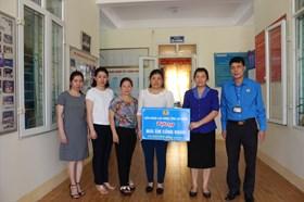 LĐLĐ tỉnh Lai Châu tặng quà đoàn viên nhân Tháng Công nhân