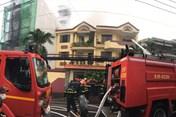 TPHCM: Gần 10 xe cứu hoả được huy động tới hiện trường đám cháy xưởng giày