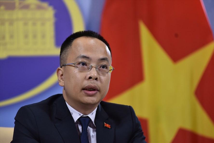 Phó Phát ngôn Bộ Ngoại giao Việt Nam Đoàn Khắc Việt trong cuộc họp báo chiều 28.5. Ảnh: Nhật Hạ.