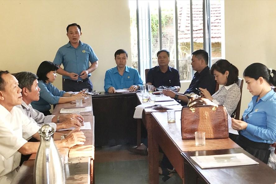 Đoàn công tác khảo sát tỉnh hình hoạt động tại Nghiệp đoàn Nghề cá xã Bình Châu.