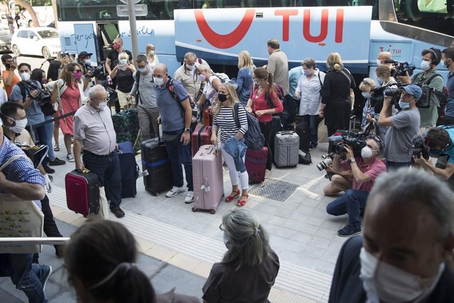 Một đoàn khách du lịch Đức tham gia chương trình du lịch thí điểm đã tới Tây Ban Nha hôm 15.6. Ảnh: AFP.